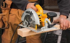 Best Circular Saws With Dust Collection Featured